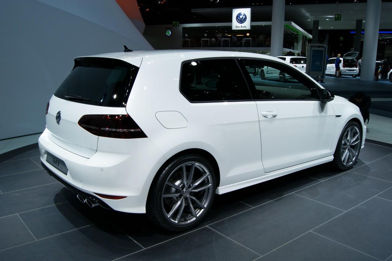 Volkswagen Golf R Stats Amp Gallery
